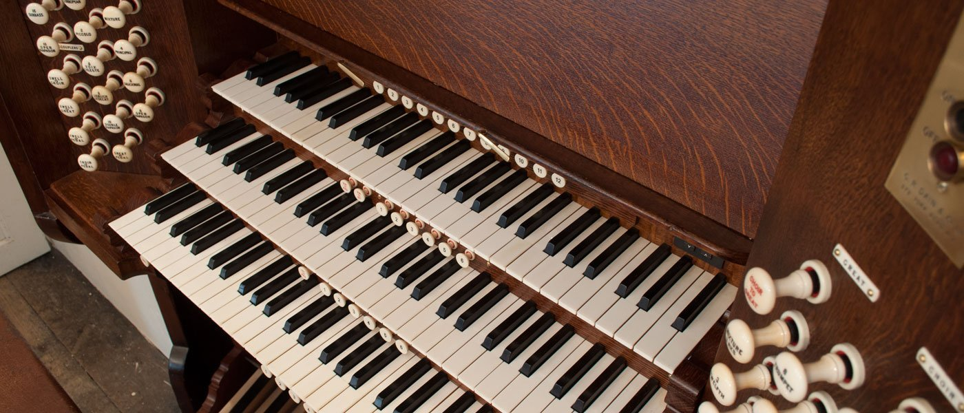 handel organ console - holy trinity gosport